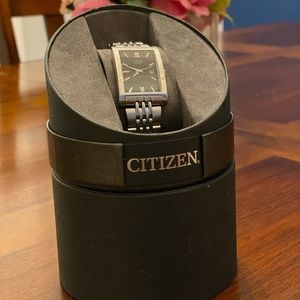 Men's citizen watch! Box and watch holder included